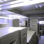 工場の2階では出荷待ちの紙おしぼりを保管しています。