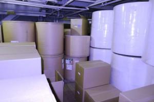 紙おしぼりの原材料と梱包に使う段ボールも2階で保管されています。